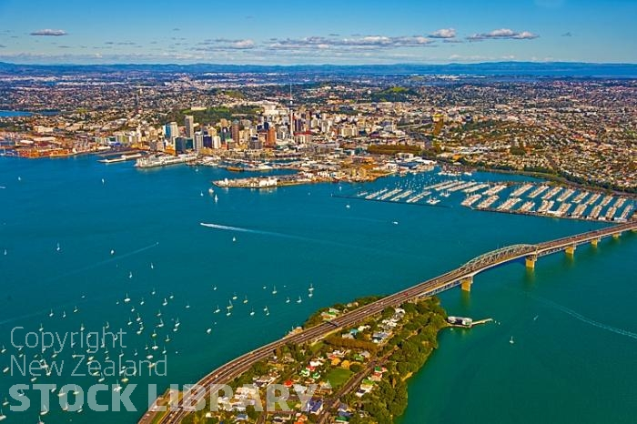 Aerial;Auckland Central;Harbourfishing;boating;speed boating;Beach;sandy beach;homes;swimming;Auckland Harbour;Harbour Bridge;Sky Tower;Herne Bay;freemans Bay;Waitemate Harbour;Devonport;North Head;Birkenhead;ships;sailing boats;Rangitoto Island;Ponsonby;Parnell;New Zealand photography