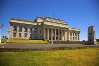 Auckland_Central;Auckland_War_Memorial_Museum;Cenotaph;Auckland_Domain;blue_sky