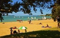 Auckland_East;Auckland;Kohimarama_Beach;Tamaki_Strait;crowds;sunbathers;Yachting