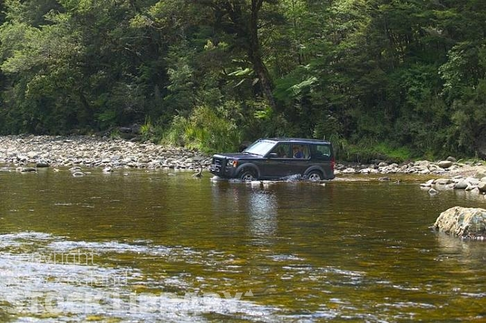 Vehicles;Land Rover;bush;native forest;Land Rover Discovery 3;Land Rover;Discovery 3;river crossing;4x4;4x4 river crossing