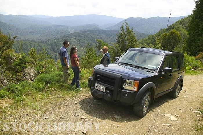 Vehicles;Land Rover;bush;native forest;Land Rover Discovery 3;Land Rover;Discovery 3;4x4;Buller Ranges;young couple;tour guide